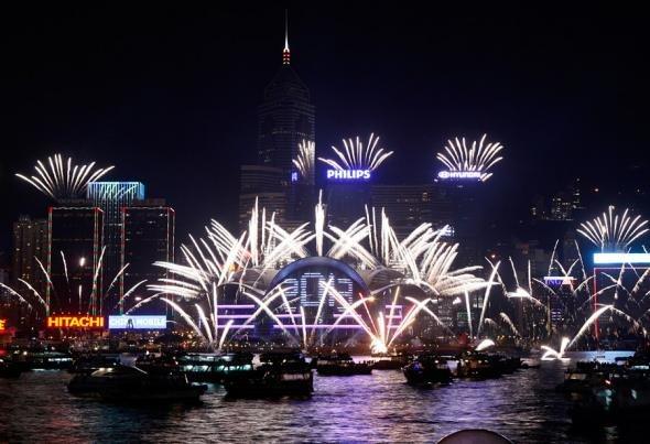 Фейерверк по случаю празднования Нового года в Гонконге.