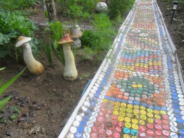 Дорожки из пластиковых бутылок на даче своими руками фото