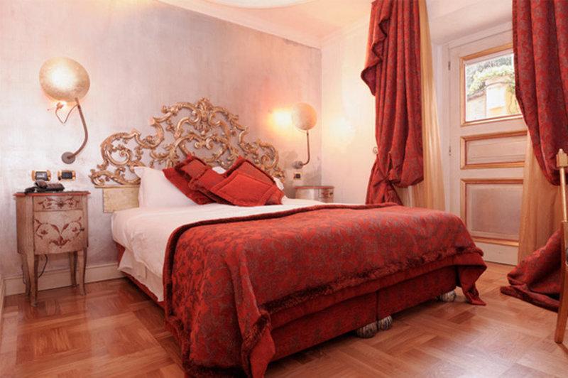 Роскошная красная спальня