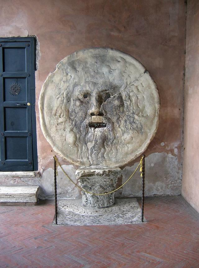 Уста истины (итал. Bocca della Verità) - круглая мраморная плита времен Античности