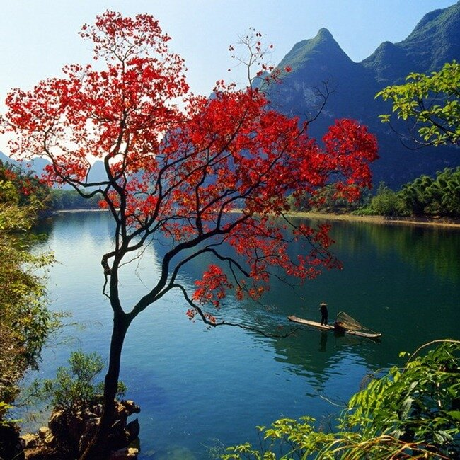 Национальный заповедник Цзючжайгоу — наÑодится на юго-востоке Китая, а точнее в северной глубинке Сычуань. Ð¡ китайского языка национальное достояние заповедника Цзючжайгоу означает – «долина девяти селений». Знаменит необыкновенными многоуровневыми водопадами, цветными озёрами. Парк с 1992 года был отнесен к списку всемирного наследия ЮНЕСКО.