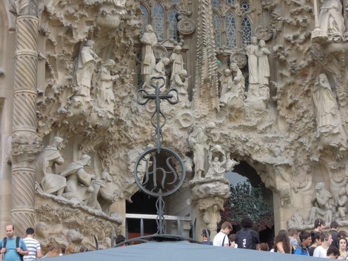 Храм Святого Семейства в Барселоне. Часть фасада Рождества Христова.