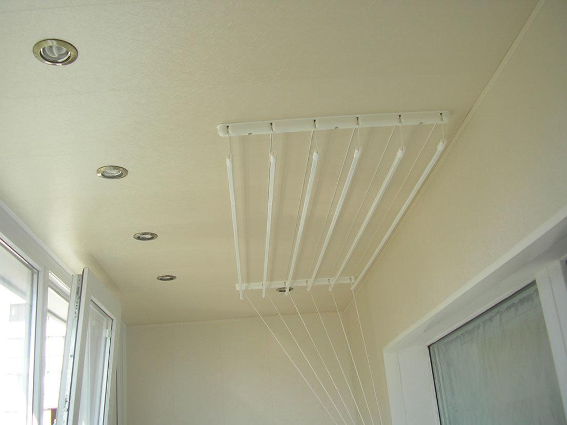 Отделка потолка. освещение для балкона с дополнением в виде .