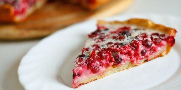 Творожный пирог с ягодами брусники