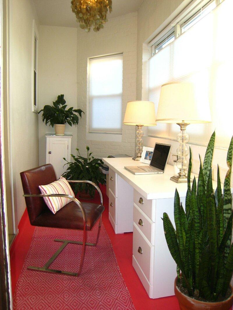домашний кабинет с цветочными горшками