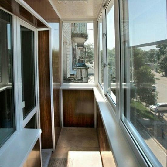 """Оформление балкон в хрущевке в бело-коричневом цвете"""" - карт."""