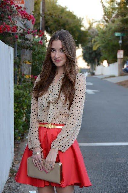 Красная юбка блузка в горошек