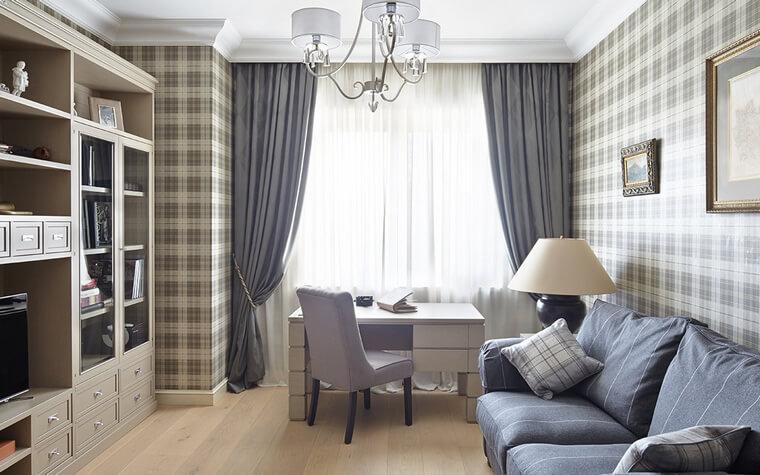 Стильный и очень светлый домашний кабинет за счет большого окна и правильно подобранных цветовых решений