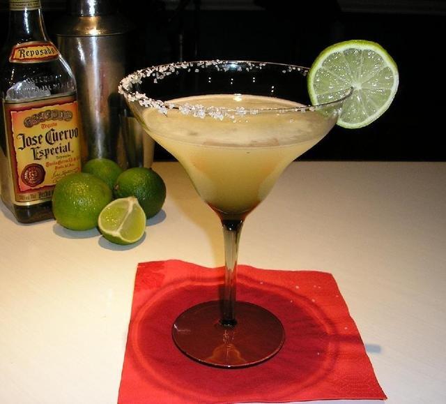 Как приготовить простые алкогольные коктейли