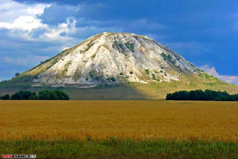 Горы Шиханы — высокий скальный массив Среднего Урала, расположены в Стерлитамакском районе республики Башкортостан.