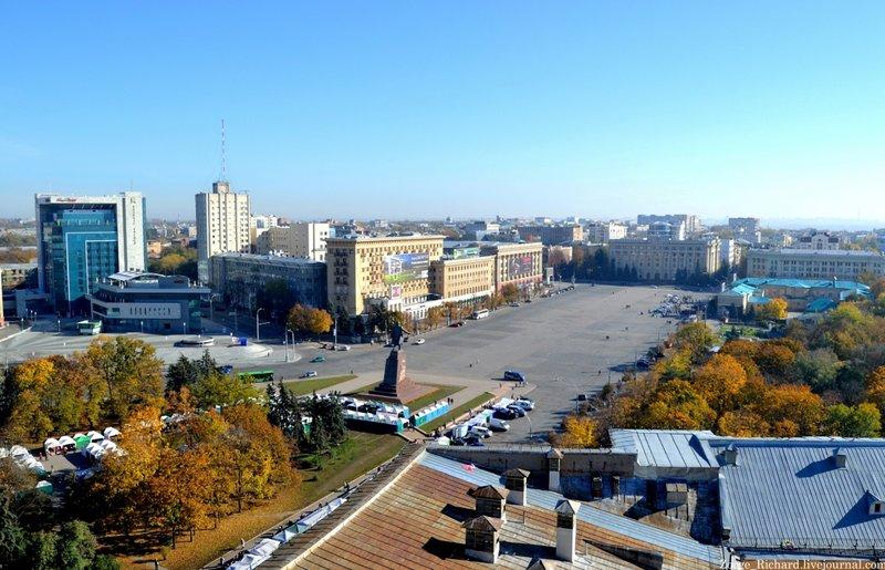 Площадь Свободы — центральная площадь Харькова,  шестая по величине площадь в Европе и двенадцатая в мире.