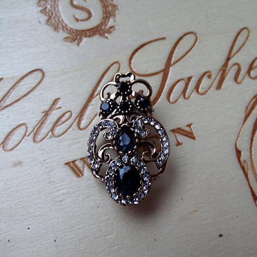 Викторианская брошь с сапфирами и бриллиантами.