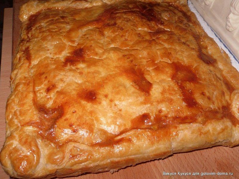 пирог из слоеного теста с курицей рецепт с фото