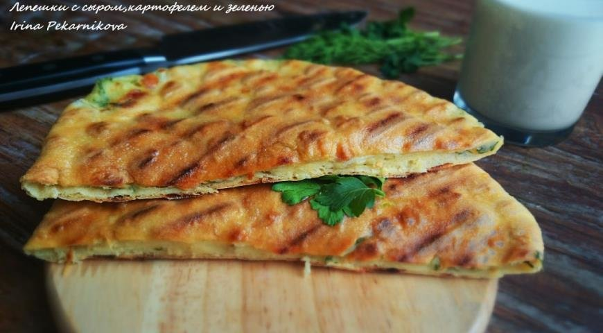 Лепешки с зеленью и сыром на сковороде