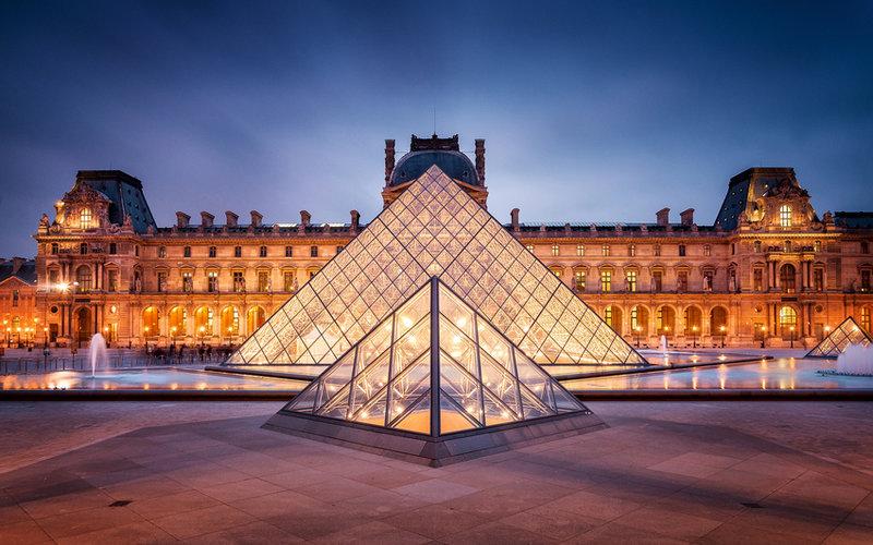 Лувр в Париже.