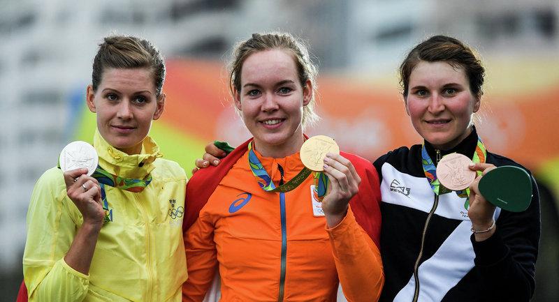 Эмма Юханссон (Швеция), Анна ван дер Брегген (Нидерланды) и Элиза Лонго Боргини (Италия) (слева направо). Велоспорт