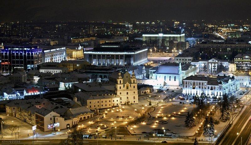 Верхний город считается одним из самых увлекательных мест в Минске, так как здесь собрано большое количество строений. Новый год на улицах Минска