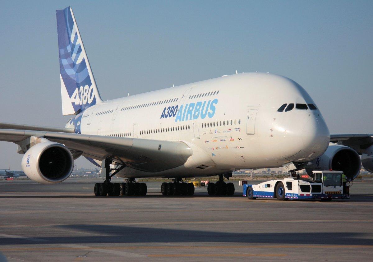 него фото огромных аэробусов крупным планом в аэропорту ждала что