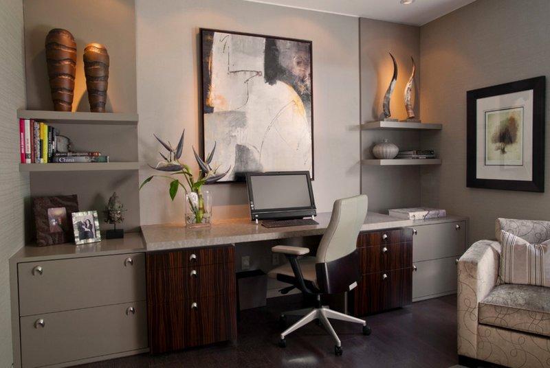 домашний кабинет с необычными светильниками и черно-белой картиной