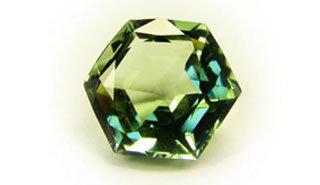 Красивый зеленый драгоценный камень Празиолит.  #празиолит #драгоценный #камень