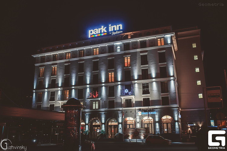 По-новогоднему украшеный отель Park Inn в Сочи