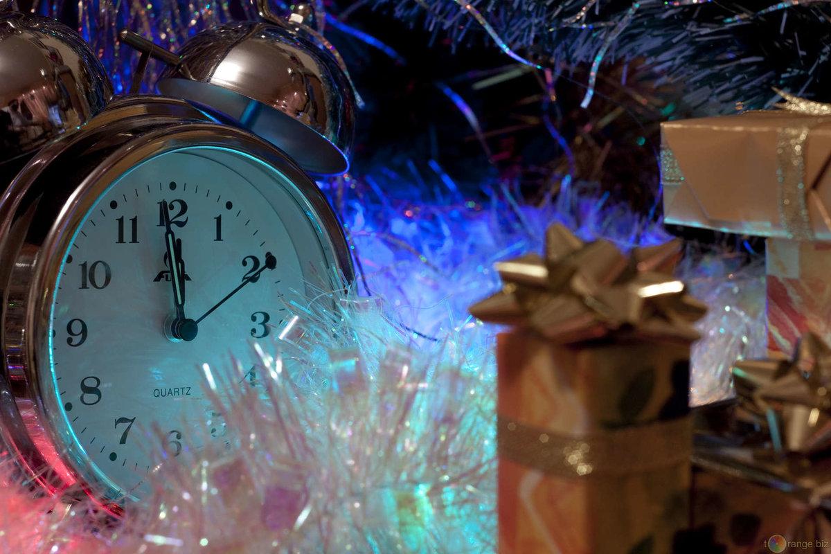 Новогодний отсчет полностью настраивается, вы можете показать дни, дни и часы, оставшиеся или выключить его.