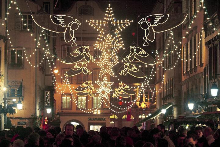 Осталось совсем немного времени до Рождества, и его дух уже витает в воздухе. Во многих странах начинают готовиться к приходу праздника заранее.