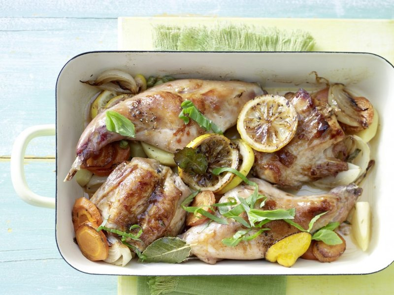 Тушеный кролик с овощами и лимоном