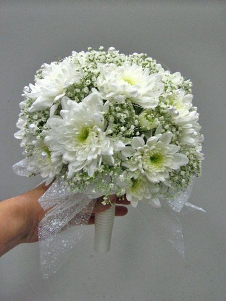 Цветы, хризантемы в букете невесты