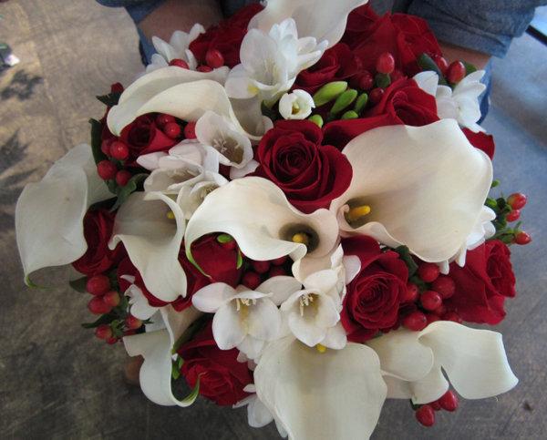 Свадебный букет бордовый с белым