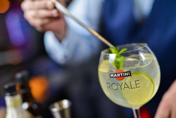 Простой и изысканный коктейль Мартини Роял на основе шампанского