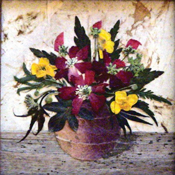 картина из цветов и листьев