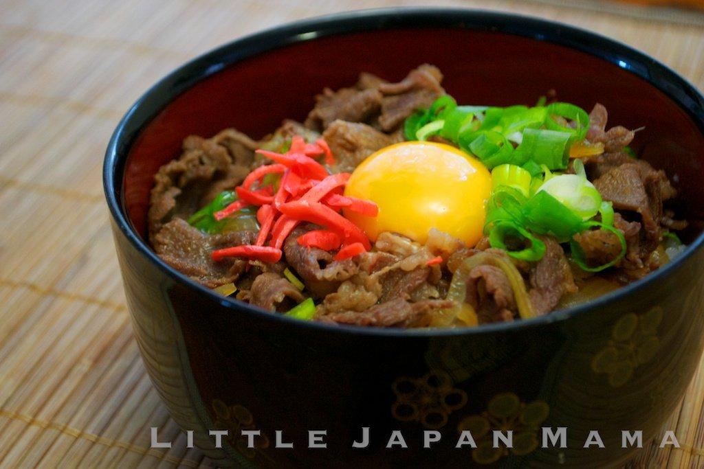 Гюдон, что буквально переводится как «чаша говядины», является популярным японским блюдом.