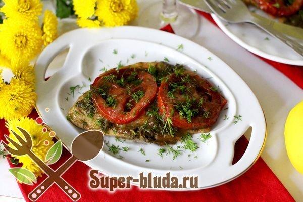 Тиляпия, запечённая в духовке, с помидорами и моцареллой