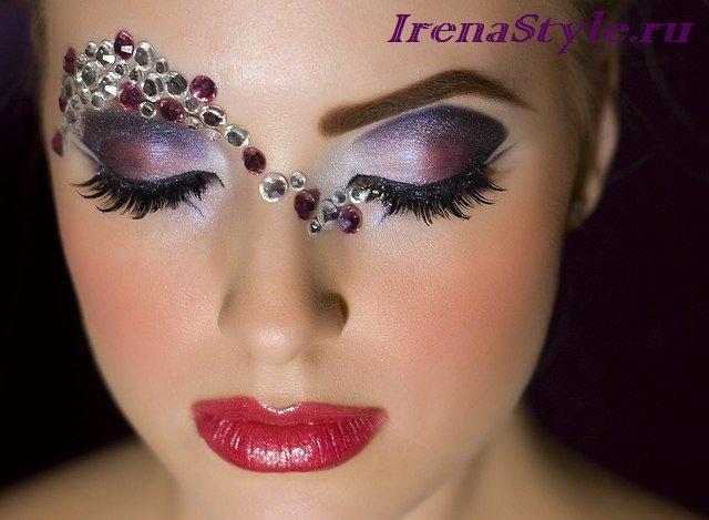 Одним из трендовых цветов, используемых в последние годы в гардеробе, в макияже и в аксессуарах стал...