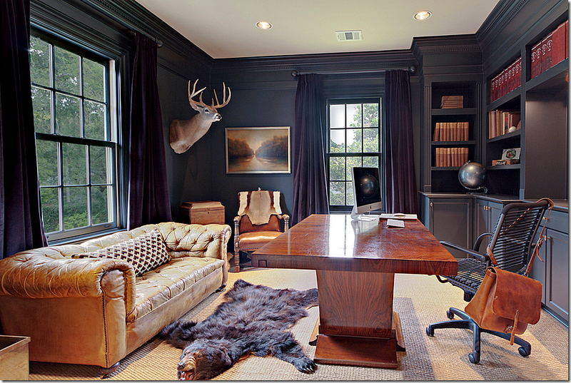 Дизайн кабинета для мужчины со шкурой медведя