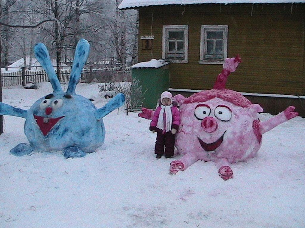 Смешарики из снега фото