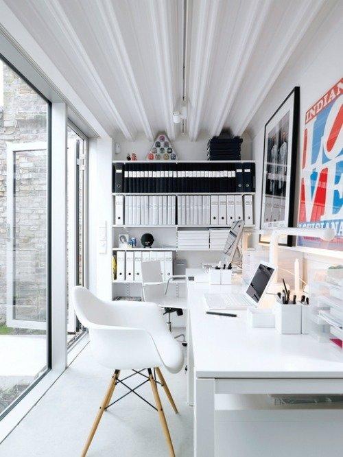 Интерьер маленького кабинета дома
