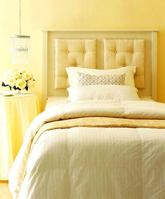 Желтый цвет в интерьере спальни бодрит, поражает своей легкостью и динамичностью, в то же время он насыщен и интенсивен.