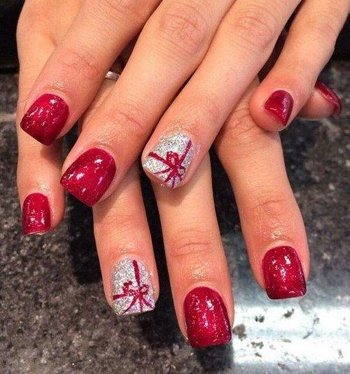 .красивый маникюр на Новый год в красном цвете с серебром.
