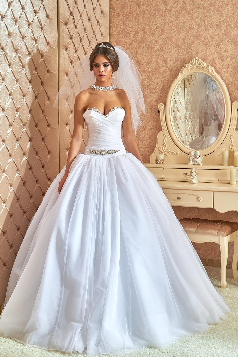 a25ed71ca499dd6 Пышное свадебное платье с камнями Свадебные платья со стразами камнями  Сваровски Swarovski Rozy ... Пышное свадебное платье с камнями