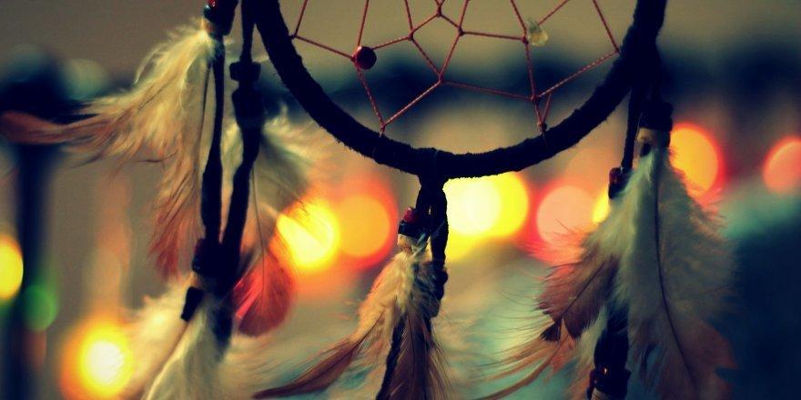 Ловец снов – амулет, охраняющий сны. Отличия амулетов в различных культурах. Процесс изготовления Ловца снов. Как применять амулет.