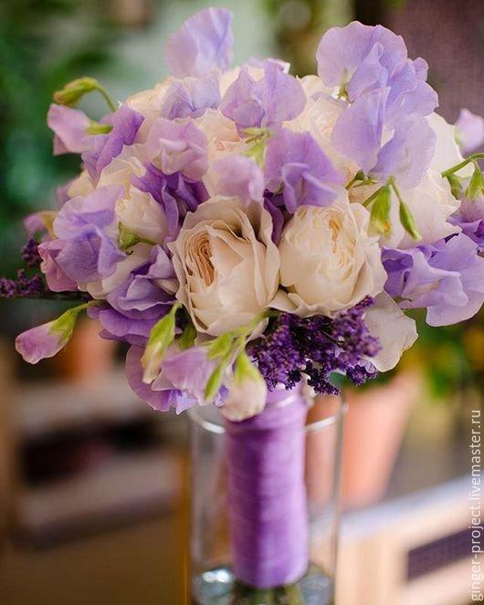 Живые букеты из лимониум и розы