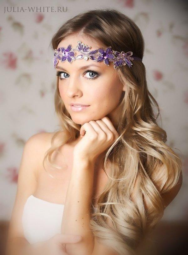 Локоны с фиолетовым венком