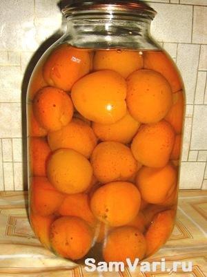 Закрываем компот с абрикос