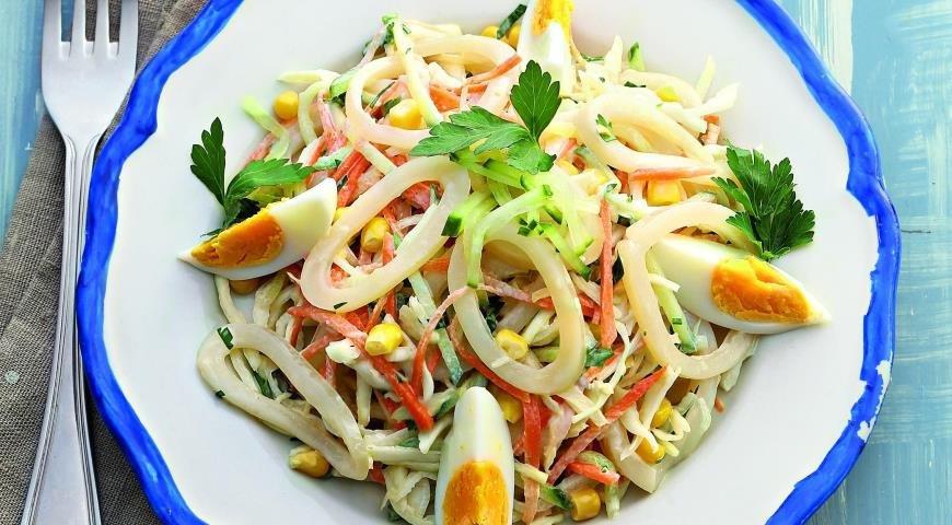 салат кальмары капуста кукуруза