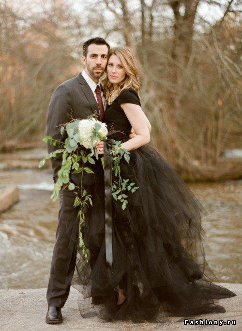 Невеста одевается в платье