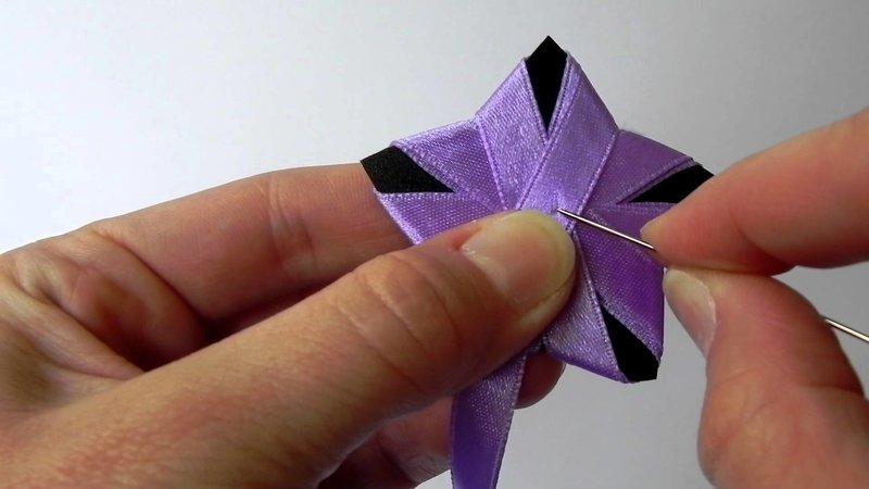 Многих интересует вопрос, как сделать бантик из ленты, ведь им можно украсить элементы декора на праздник, одежду или подарочную упаковку, давайте попробуем освоить этот...