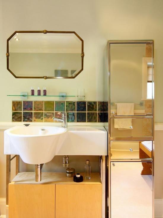 золотая мебель в ванной