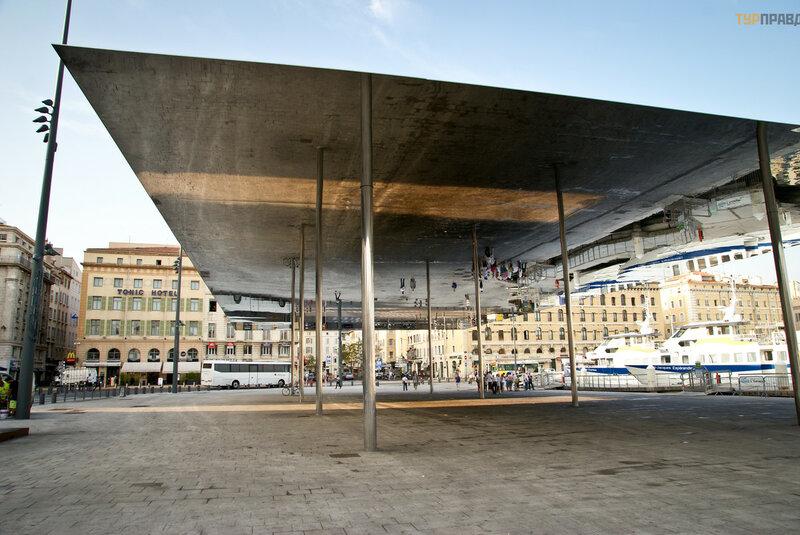 Зеркальный павильон Нормана Фостера (Марсель)